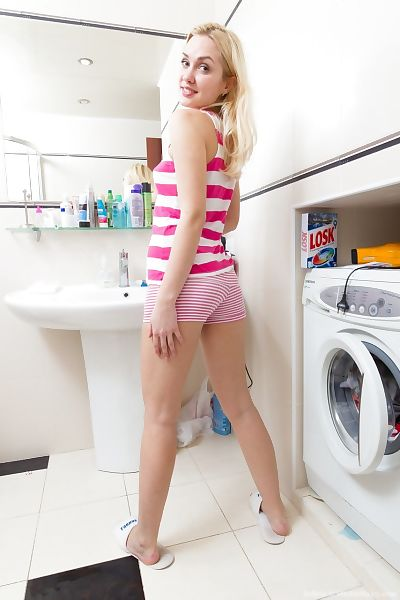 Bored blond Felicia swells her unshaved cunt wide although activity the laundry